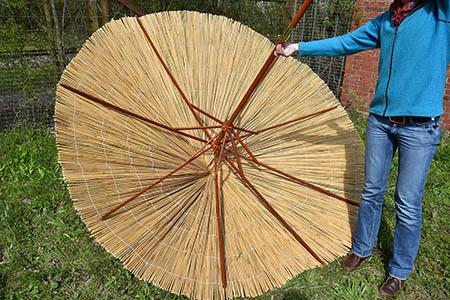 Sonnenschirmgestell auf Auflage einpassen